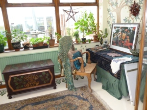 The conservatory, which is more often than not one of my main work areas, began as pale shades of green and gold, and is now blooming into rich peacock shades instead.  Ahh colour... how I do love thee!